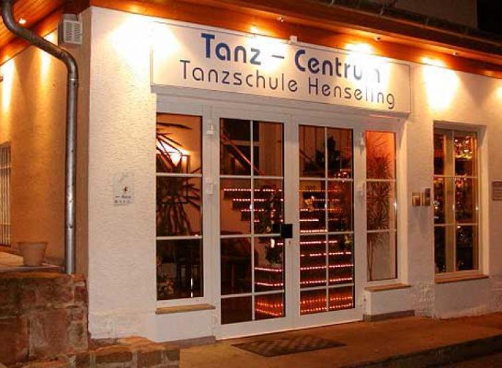 so flirten warum gerne marburg single tanzkurse männer  Tanzpartner Marburg, größtes Tanzpartner-Portal: Tanzpartner-Börse Tanzschule in Marburg, Tanzkurse für Singles - Astaire´s Giessen. Tanzpartner Marburg, größtes Tanzpartner-Portal: Tanzpartner-Börse Tanzschule in Marburg, Tanzkurse für Singles - Astaire´s Giessen.